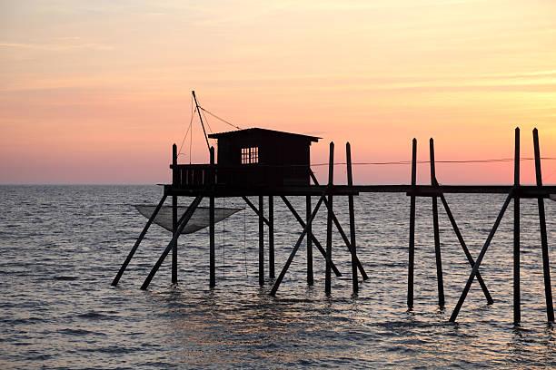 Pier und Kabinen für Angeln im Atlantischen Ozean – Foto