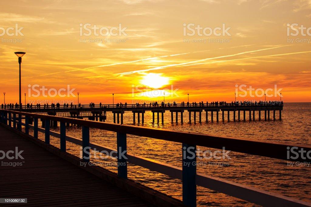 Pier am Meer. Sonnenuntergang. Palanga – Foto