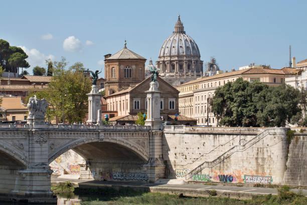 san pietro from ponte sant'angelo - roma foto e immagini stock