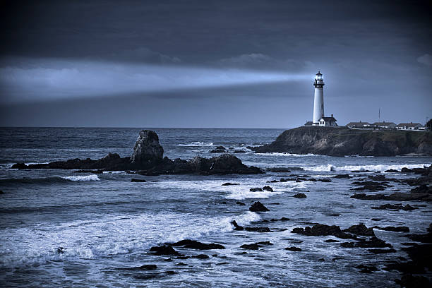 phare de pigeon point-unis, big sur, californie - phare photos et images de collection