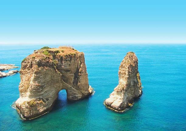 paloma rocas, beirut, líbano - beirut fotografías e imágenes de stock