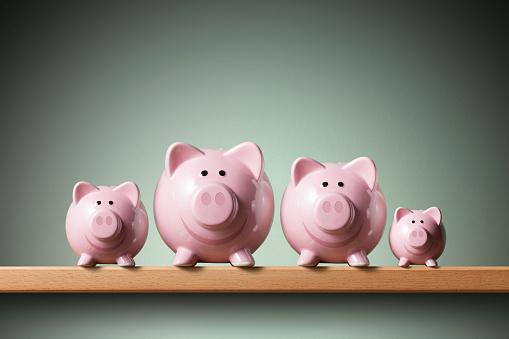 Piggy Bank Family - Fotografie stock e altre immagini di Accordo