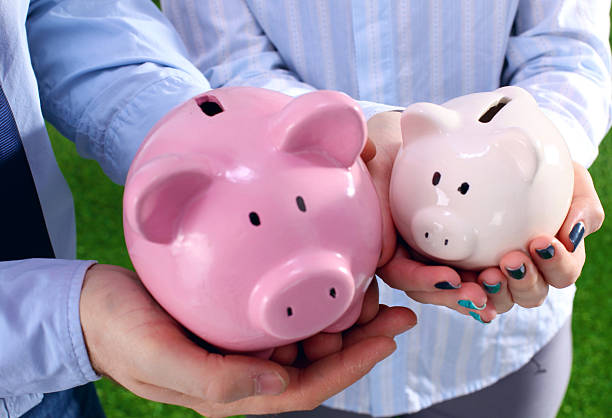 Piggy Bank in hands of a family – zdjęcie