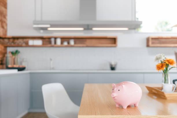 Schweinsebank über den Küchenzähler-Heimfinanzen – Foto