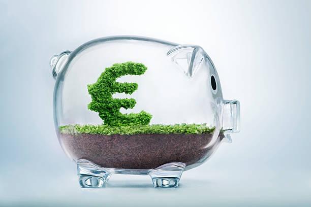 sparschwein einsparungen - euro symbol stock-fotos und bilder