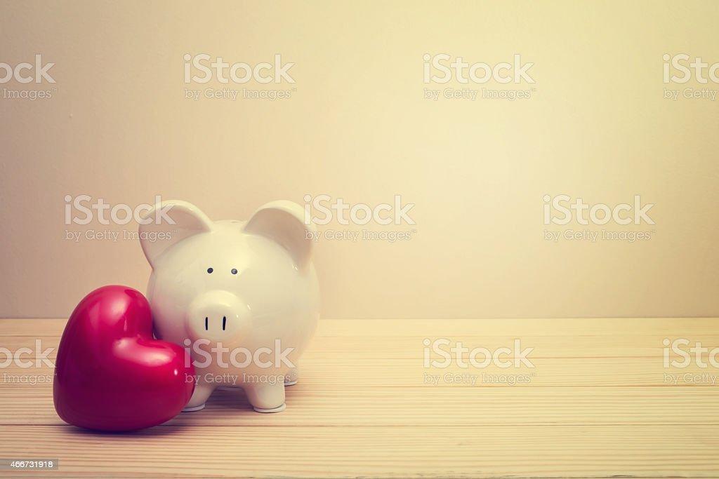 Sparschwein mit roten Herz – Foto