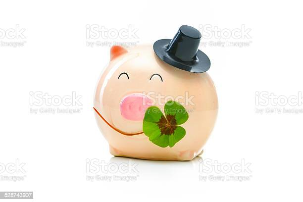 Piggybank with shamrock picture id528743907?b=1&k=6&m=528743907&s=612x612&h=qpokjr0o6b xahrejyayhqeq9mrklkrbc9wsqudyb2w=