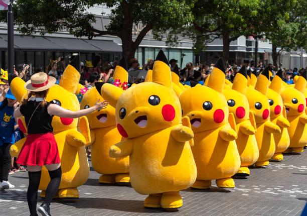 pikachu ausbruch! 2018 - cartoon kostüme stock-fotos und bilder