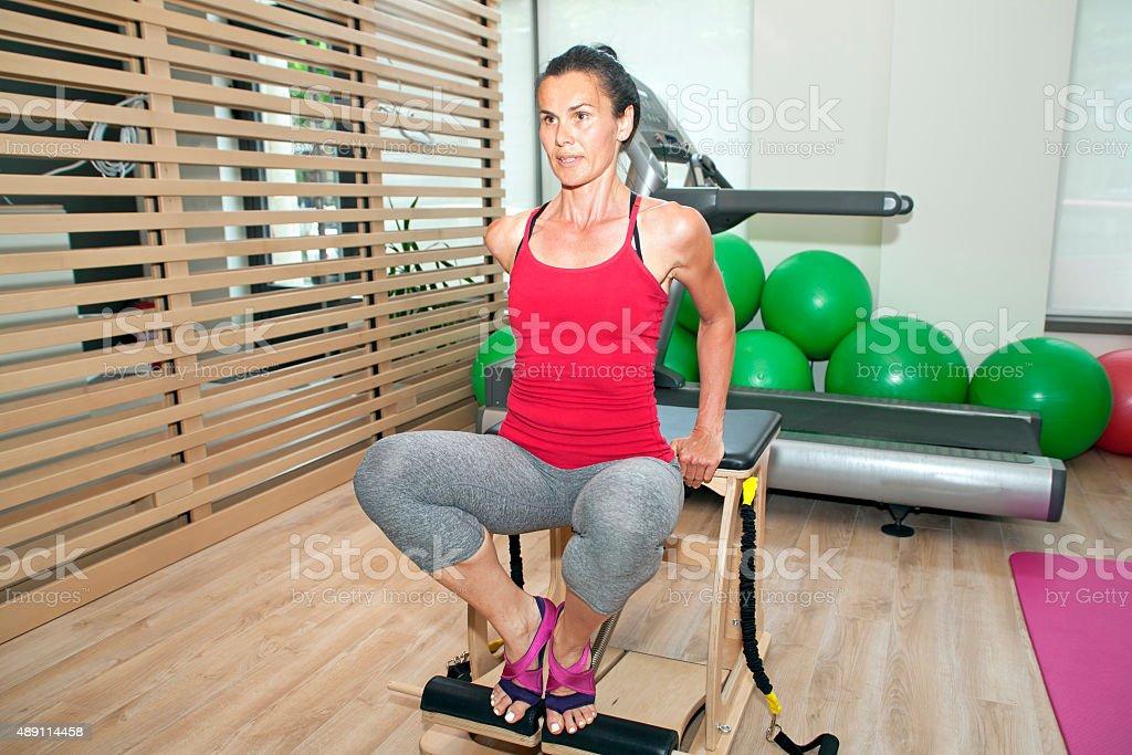 Pilates Su Una Sedia - Fotografie stock e altre immagini ...