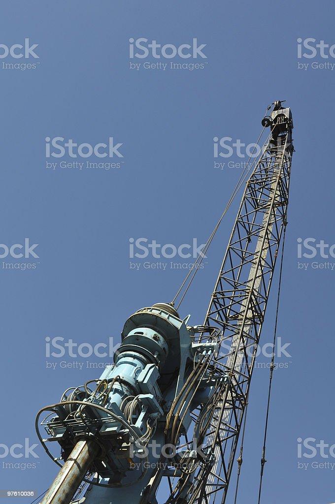 Pile driver against blue sky royaltyfri bildbanksbilder
