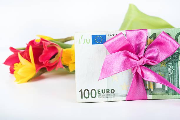 pile of banknotes related ribbon on gift. - geburtstagsgeschenke für beste freundin stock-fotos und bilder