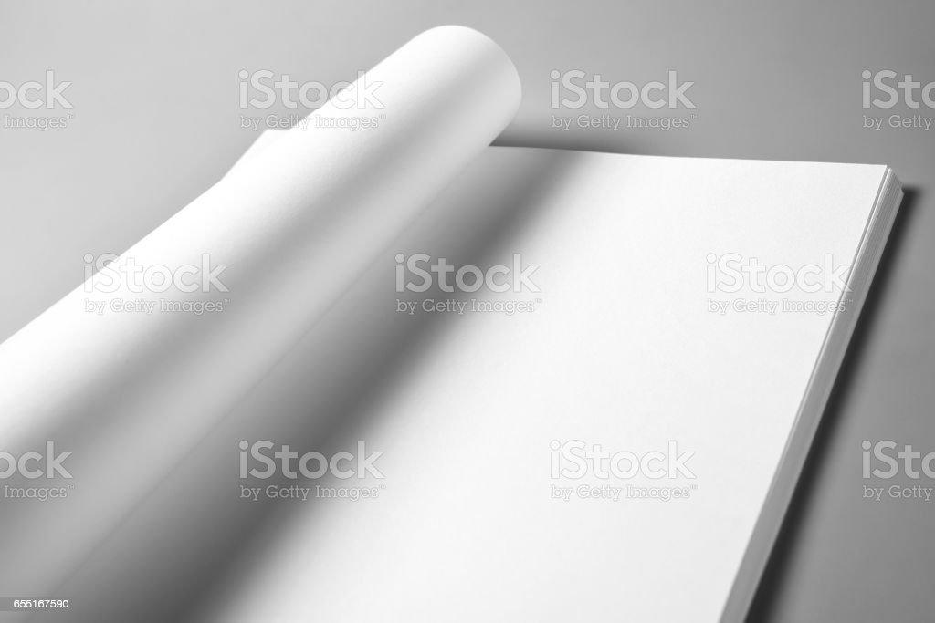 Pile de feuilles blanches de papier froissée page supérieure - Photo
