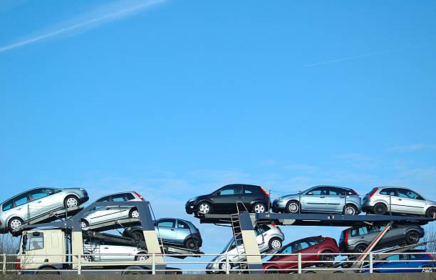 autos - autotransporter stock-fotos und bilder