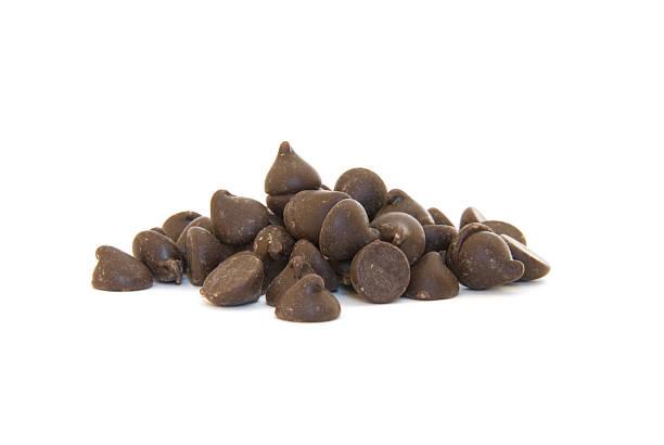 Haufen von Schokolade-chips auf Weiß – Foto