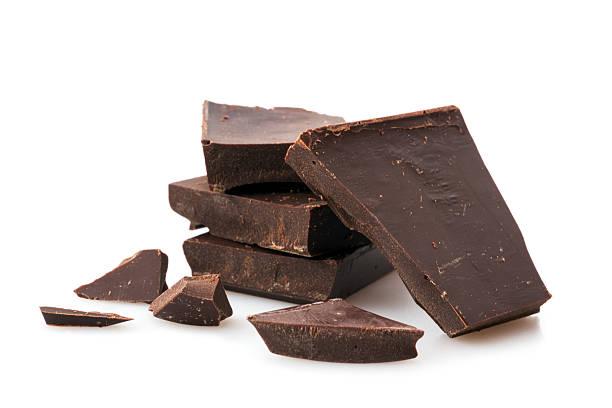 a pile of chunked dark chocolate  - pure chocola stockfoto's en -beelden