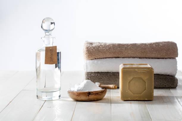 Haufen von sauberen, weichen Handtücher mit grünen Waschmittel gewaschen – Foto