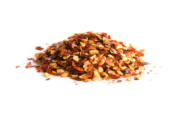 pile of crushed red pepper on white - 紅燈籠椒 個照片及圖片檔