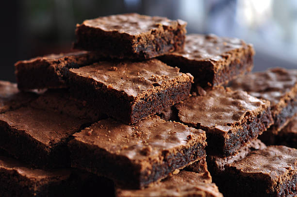 pilha de delicious os brownies de chocolate - bolo de bolacha imagens e fotografias de stock