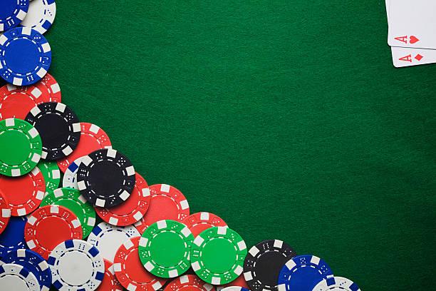 Des jetons de casino sur Table - Photo