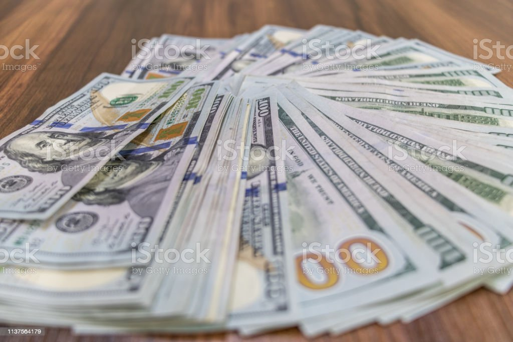 Pilha dos dólares - foto de acervo