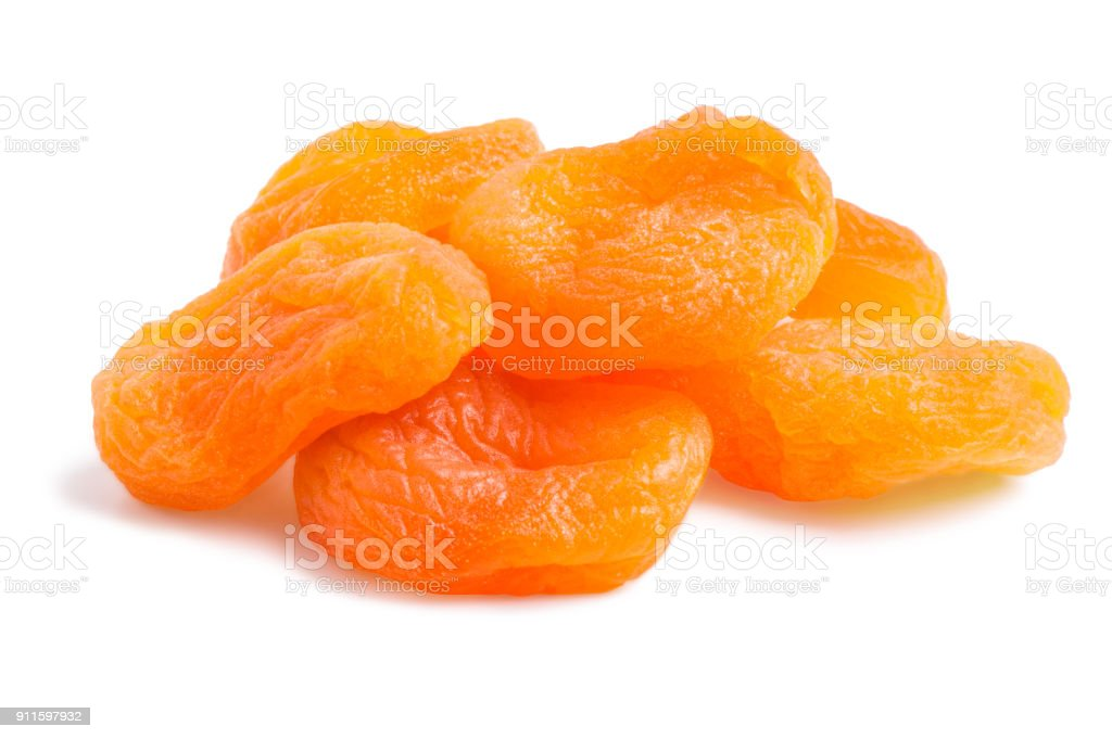 Un tas d'abricots secs isolés - Photo