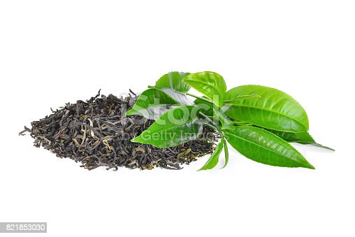 istock pile of dried green tea with fresh green tea leaves isolated on white background 821853030