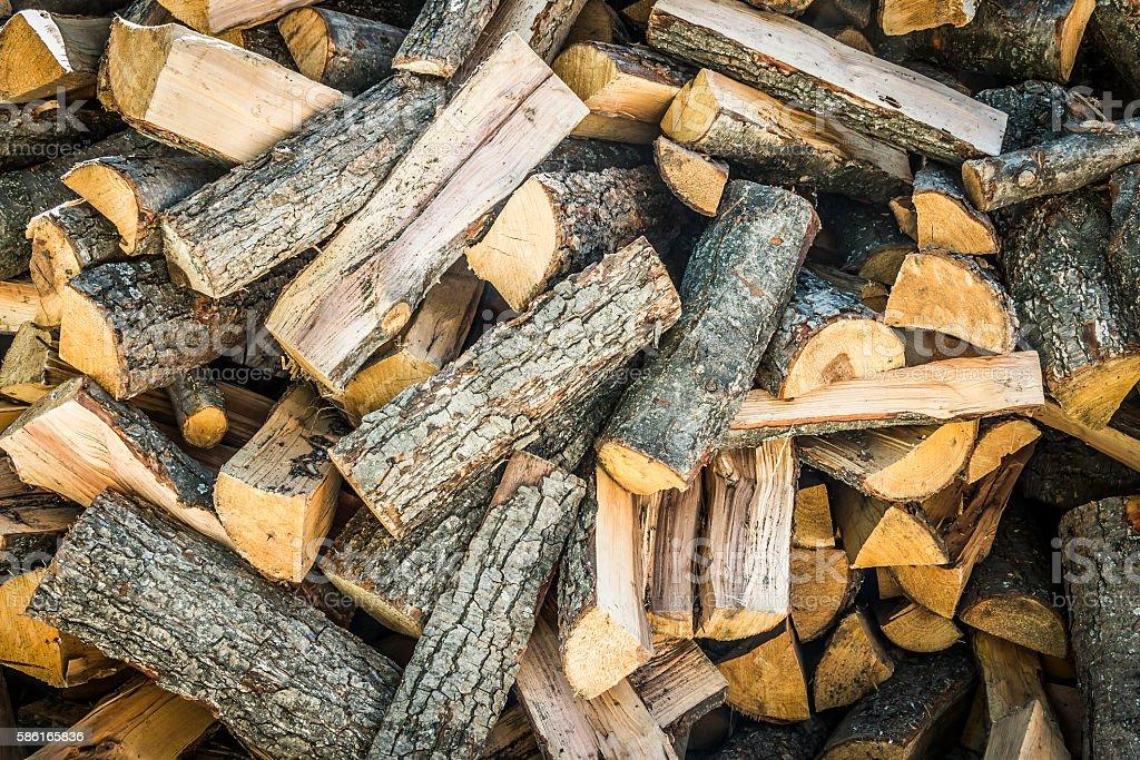 Haufen von Brennholz  – Foto