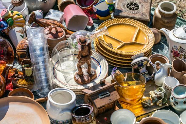 Haufen von Haushalt Dinge und dekorative Objekte wohl – Foto