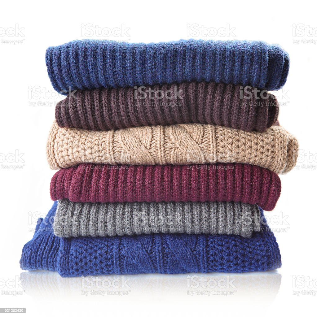 Pila de ropa de invierno de tejido - foto de stock