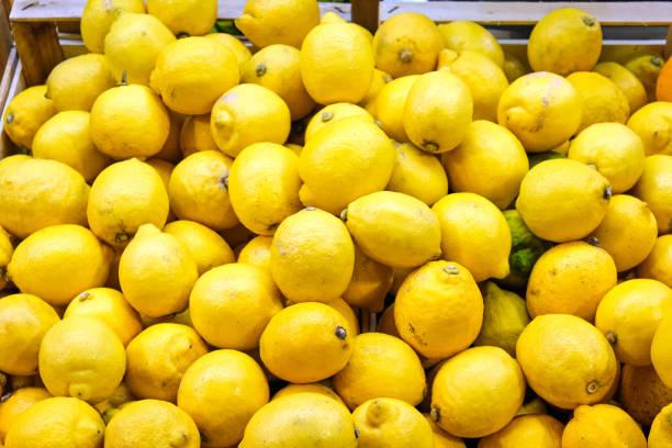 Haufen Zitronen zum Verkauf – Foto
