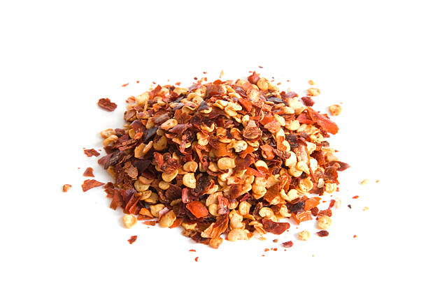 pile of red pepper flakes on white - 紅燈籠椒 個照片及圖片檔