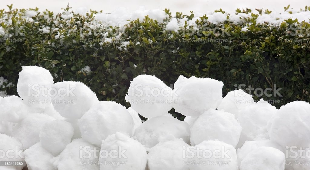 pile-of-snowballs-picture-id182411580
