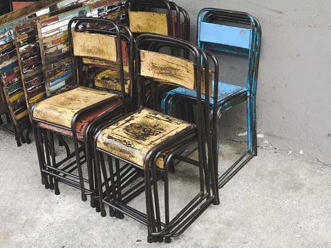 A Pile Of Tables And Chairs Stacked Together — стоковые фотографии и другие картинки Абстрактный