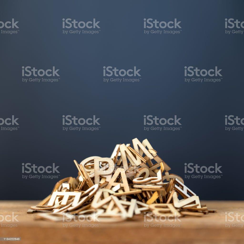 pila de fondo de Letras de madera - Foto de stock de Abstracto libre de derechos