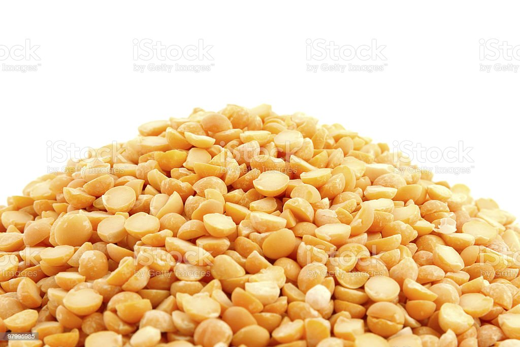 Pile of yellow split peas on white royalty free stockfoto