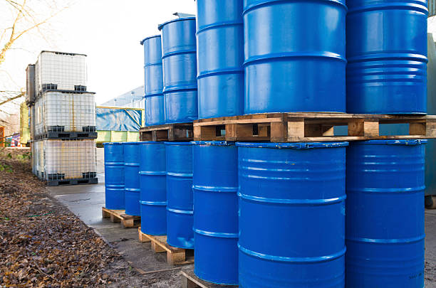 piled up oil barrels piled up empty blue oil barrels drum container stock pictures, royalty-free photos & images