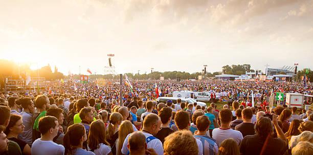 pilgrims of the world youth day in krakow - jugendweihe 2016 stock-fotos und bilder