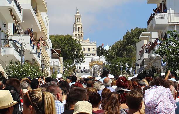 pilgrims on assumption day litany on tinos island - ferragosto foto e immagini stock