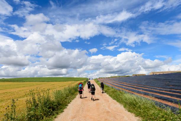 Pilger zu Fuß den Camino de Santiago in der spanischen Region Navarra – Foto