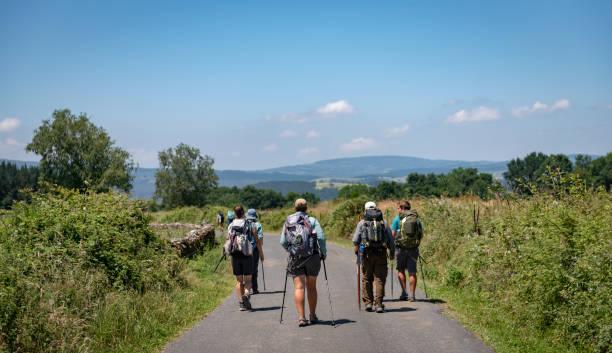Pilger zu Fuß auf dem Camino de Santiago – Foto