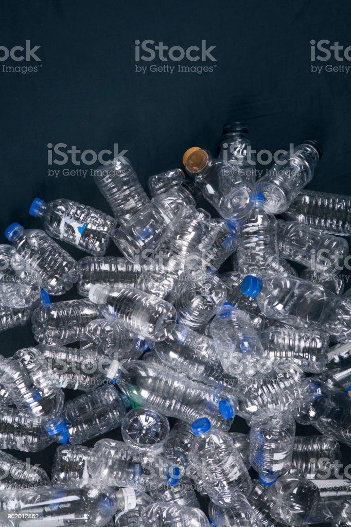 Empiler des bouteilles en plastique - Photo