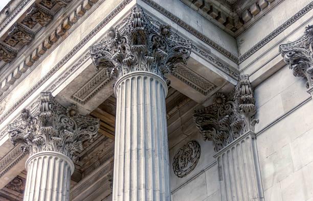 pillar crown detail - boog architectonisch element stockfoto's en -beelden