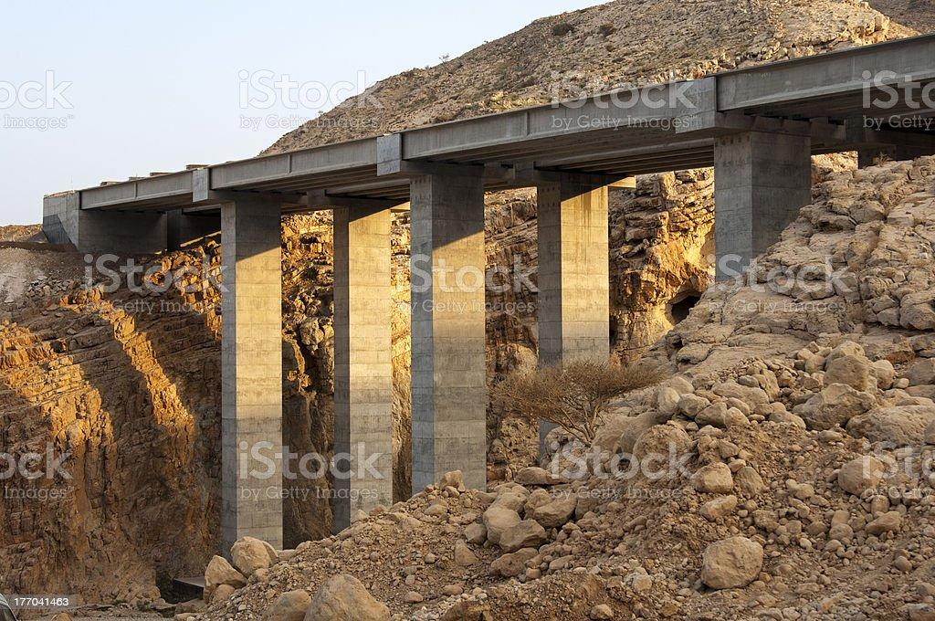 Säulen einer neuen Brücke – Foto
