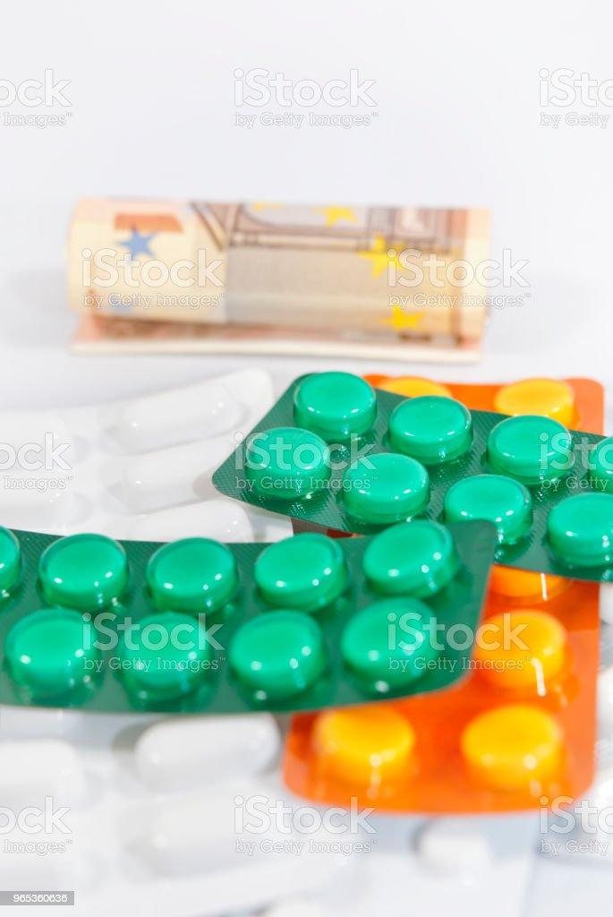 환약 및 비용 - 로열티 프리 0명 스톡 사진