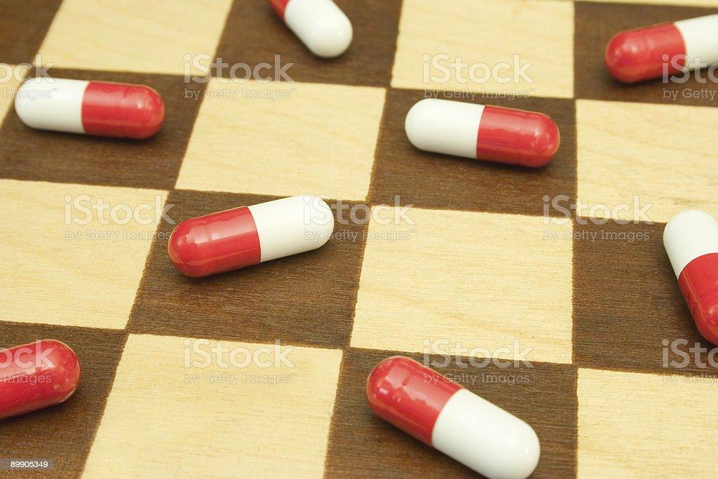 Tabletten auf der Schachbrett Lizenzfreies stock-foto