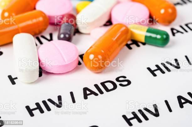 Pills On Hiv Aids Paper - zdjęcia stockowe i więcej obrazów AIDS