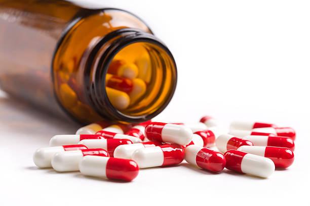 pills - antibiyotik stok fotoğraflar ve resimler
