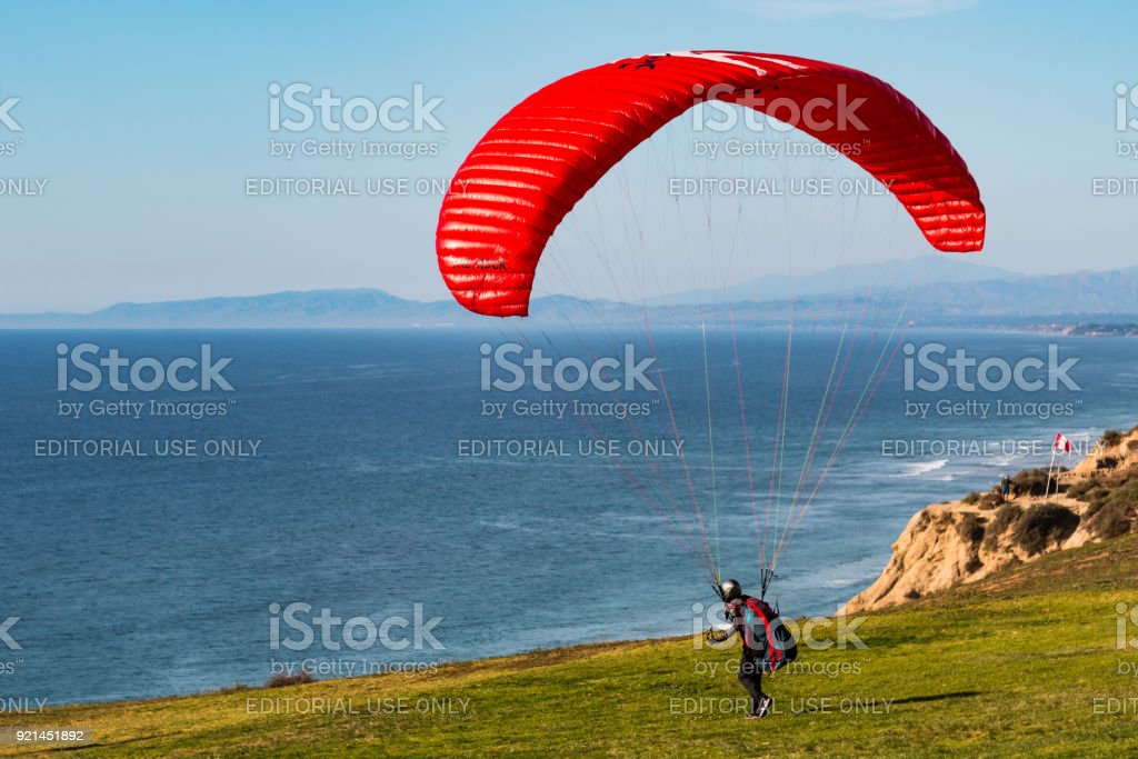 Pilot Heads Toward Edge of Cliff at Torrey Pines Gliderport in San Diego stock photo