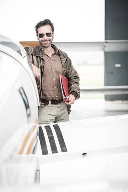 Neben dem Flugzeug Pilot – Foto