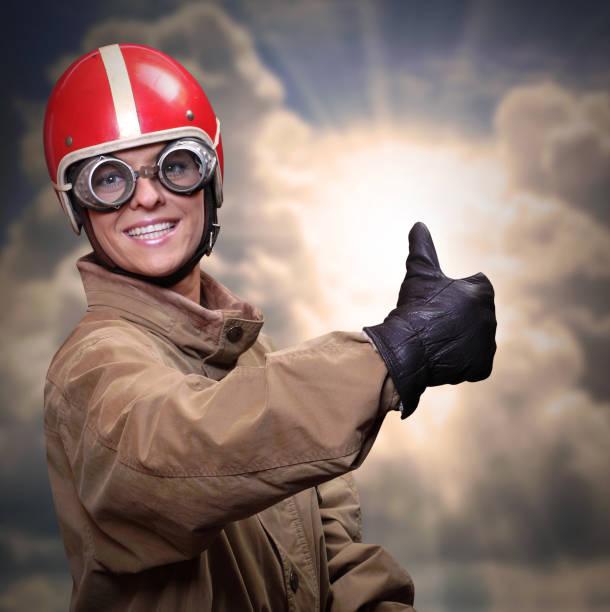 """パイロットは、飛行する準備ができて、親指を示しています。 - """"gender fluid"""" ストックフォトと画像"""